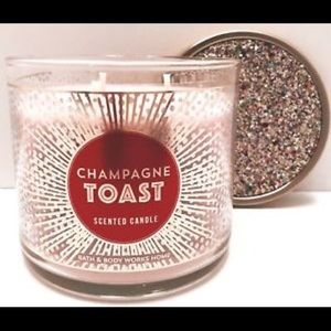 Bath &Body WorksChampagne Toast Scented Candle